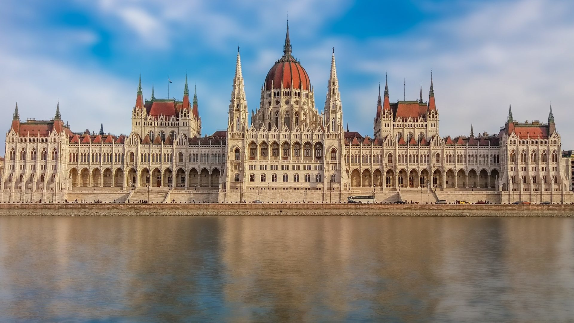 Budapest danube parlement building event meeting in Hungary